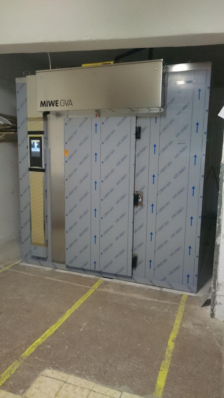 Montaż komory chłodniczo- garowniczej MIWE GVA